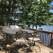 Beautiful 3,200 Sq Ft House Direct Waterfront