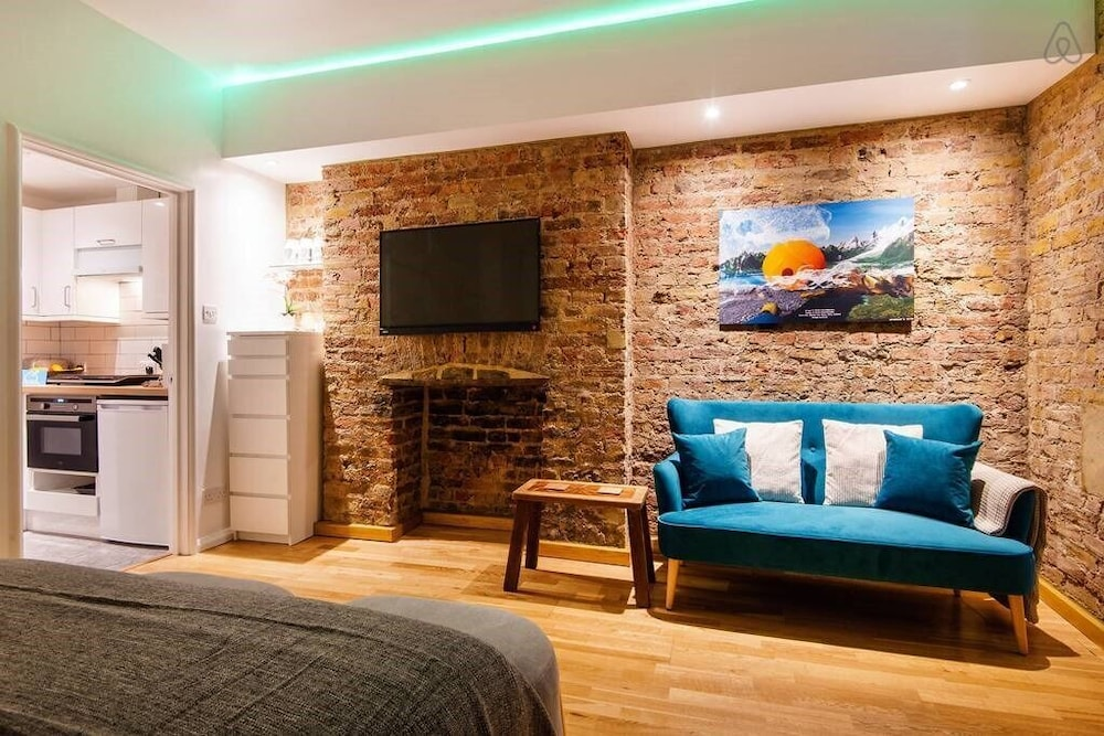 The Lovely Longridge Road Apartment - ESI (London) – 2019