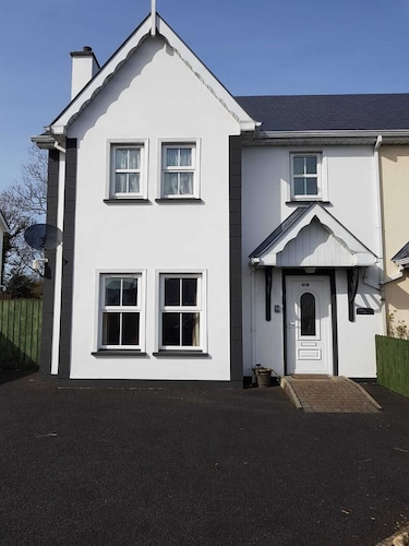 Semi Detached 4 Bedroom Property, Family Friendly, Walking Distance to Moville