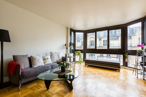 2 BR Apartment Near the Eiffel Tower and Roland Garros Stadium