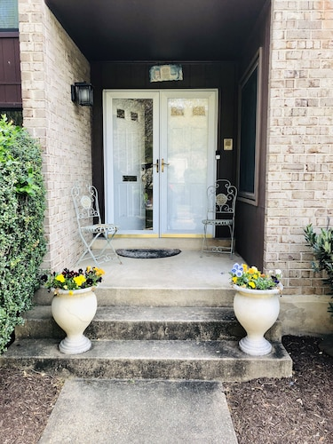 Beautiful two Bedroom Townhouse in Potomac
