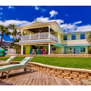 Private Beachside Riverfront Resort! Heated Pool, Spa, Game Room, Tiki Bar, Dock