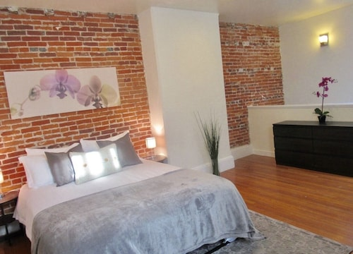 Huge Bi-level Loft~right Across From Rittenhouse Square!