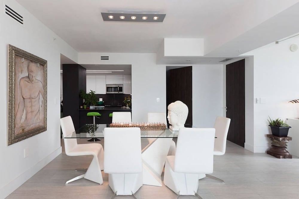 Family Dining, Luxury Edgewater Grand Piano Apartment