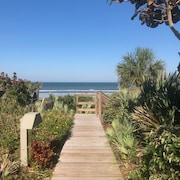 Relax AT THE Beach ? Affordable $119 Beach Pool ? Sleeps 2 - 4