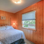 Warm, Inviting Family Home Gives You Panoramic Cliff Views of the Waldport Beach!