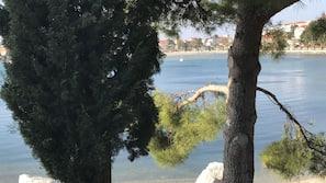 일광욕 의자, 비치 파라솔, 비치 타월, 해변 마사지