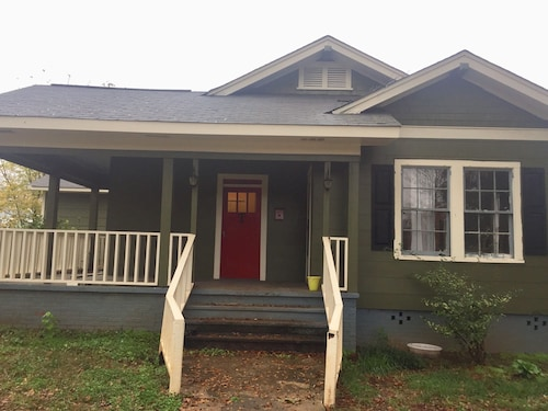 3/2 Home With Pool Table! Close to I-85 and Spartanburg Regional Hospital
