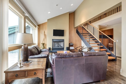 Beautiful Condo Four-minute Drive From Snowbird Located Between Alta & Snowbird
