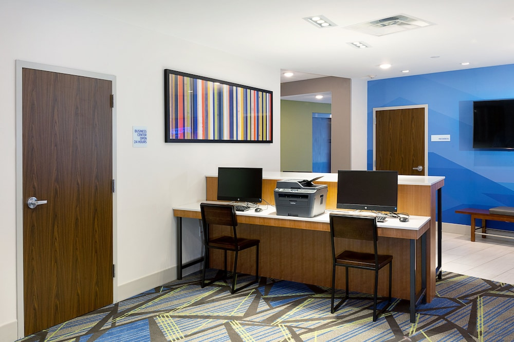 Business Center, Holiday Inn Express & Suites Wentzville St Louis West