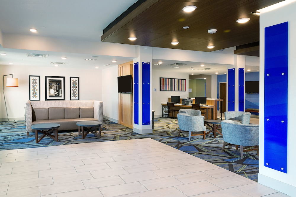 Lobby, Holiday Inn Express & Suites Wentzville St Louis West