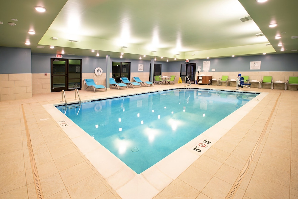 Pool, Holiday Inn Express & Suites Wentzville St Louis West