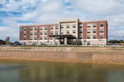 Holiday Inn Express & Suites Wentzville St Louis West, an IHG Hotel