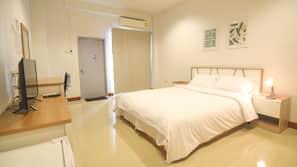 高級寢具、窗簾、免費 Wi-Fi、床單