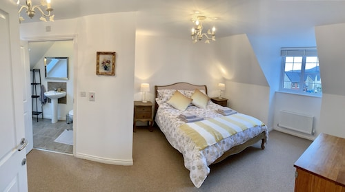Property with Great Access - Sleeps max7