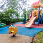 Tempat Bermain Anak - Luar Ruangan