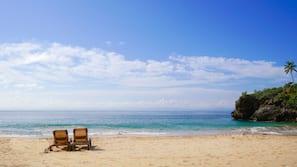 Aan het strand, wit zand