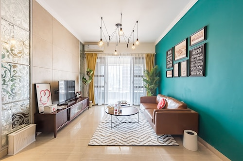 Locals Boutique Apartment Jiuzhou Port.5