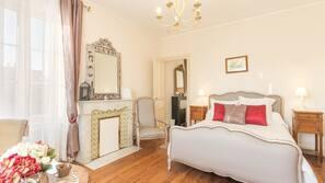 Premium bedding, desk, free cots/infant beds, rollaway beds