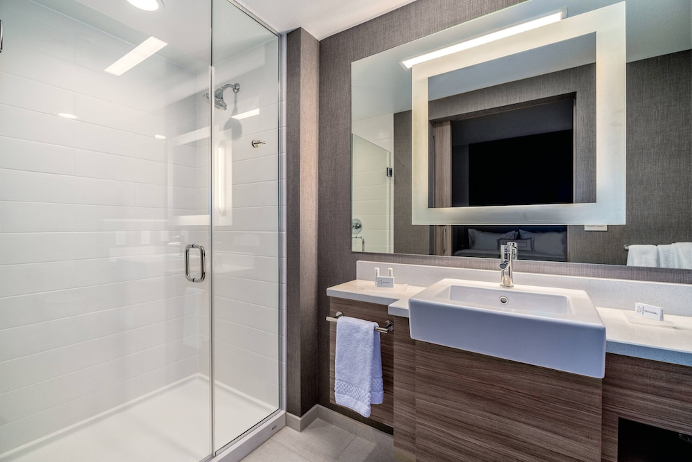 Bathroom, SpringHill Suites by Marriott Oakland Airport