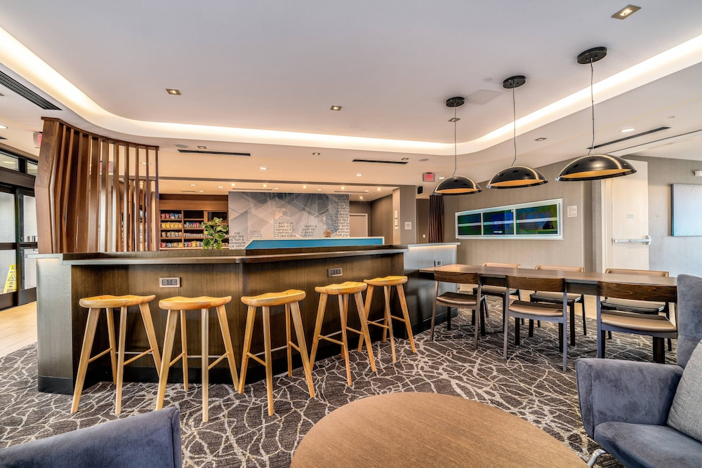 Lobby, SpringHill Suites by Marriott Oakland Airport