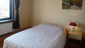 3 bedrooms, in-room safe, iron/ironing board, free cots/infant beds