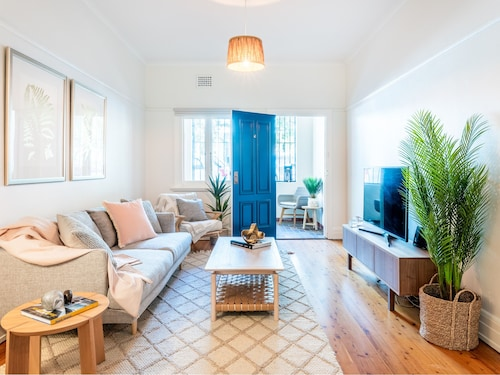 Sparkling Coogee Apartment Close To Iconic Beach Pools Cafes And Bars