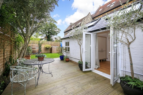 Self Catering Luxury Garden Studio in Richmond