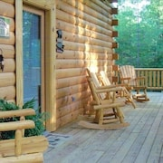 'the Bear's Den' , Secluded, Upscale Cabin, 3 BR, 2 BA