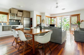 Luxe Noosa 1 Bed Apt WIFI Pools Day Spa