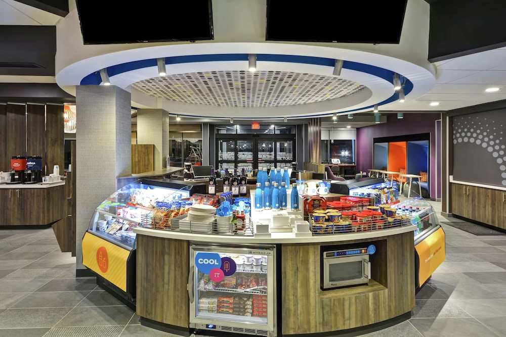 Snack Bar, Tru by Hilton Huber Heights