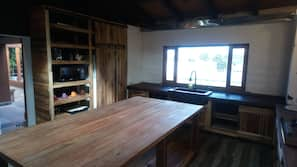 Full-size fridge, microwave, oven, coffee/tea maker