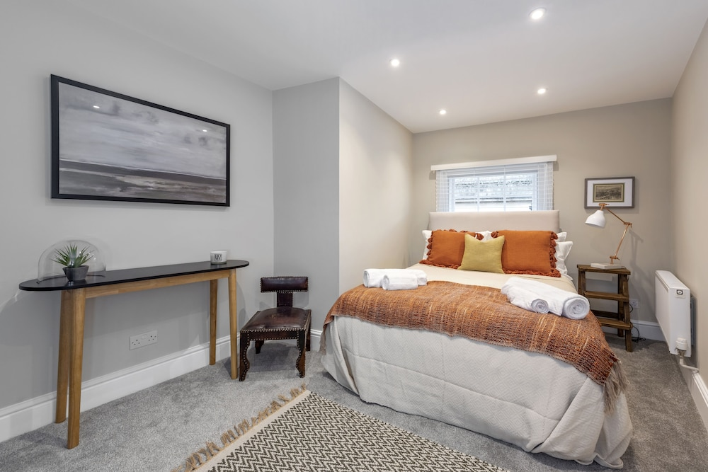 Luxury Apartments Bath City Centre 3 5 Out Of 0 View Featured Image Guestroom