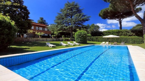 Marvellous Villa With Panoramic Pool Area a few KM From the Heart of Rome