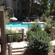 Old Town Scottsdale, Pool-side, Close to Everything - 1 Month min Rental