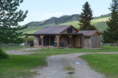 Near Glacier Park. Perfect Setting for Outdoor Enthusiasts. Family Friendly