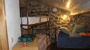 3 Schlafzimmer, Daunenbettdecken, laptopgeeigneter Arbeitsplatz