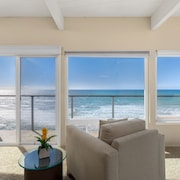 Captivating Oceanfront Vacation Rental With Direct Beach Access E016-0
