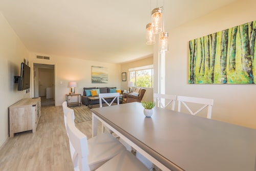 Bayside Bungalow - 2br/1ba, Sleeps 6, Pet-friendly, Light & Airy bay Bungalow