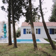 Petrovac Holiday House with pool