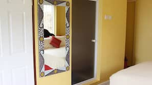 Minibar, in-room safe, individually decorated, individually furnished