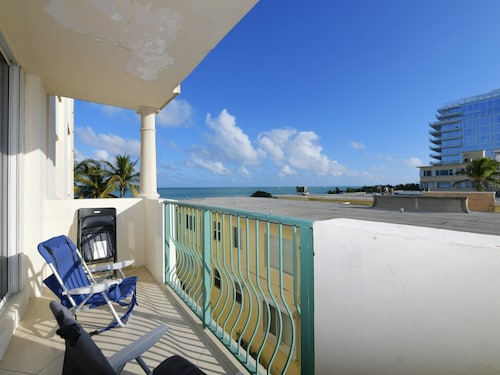 Miami World Rental - Carlisle 404