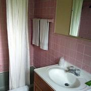 Villa Moderne Motel in Charlevoix | Cheap Hotel Deals & Rates ...