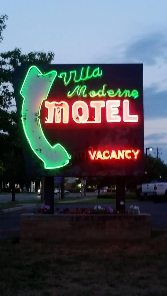 Villa Moderne Motel in Charlevoix | Cheap Hotel Deals & Rates ...