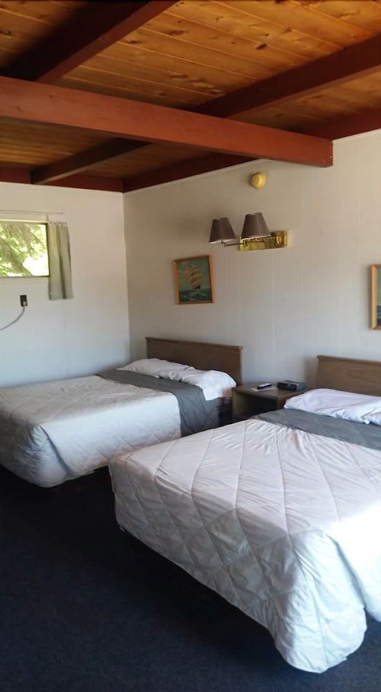 Villa Moderne Motel in Charlevoix | Cheap Hotel Deals ...