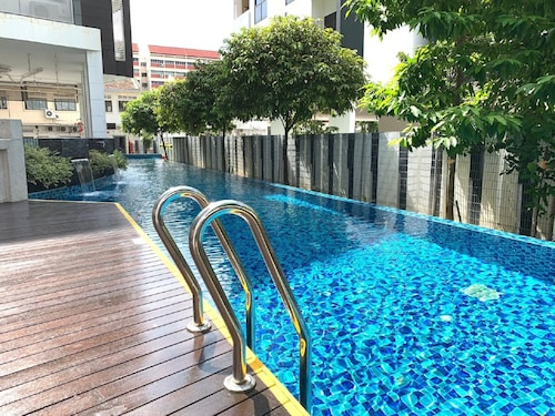 Amazing Spacious 1 Bedroom Apt Unit @ Central JS
