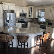 Gorgeous, 5 BR 3.5 Bath in Heart of Historic Downtown Ocean City