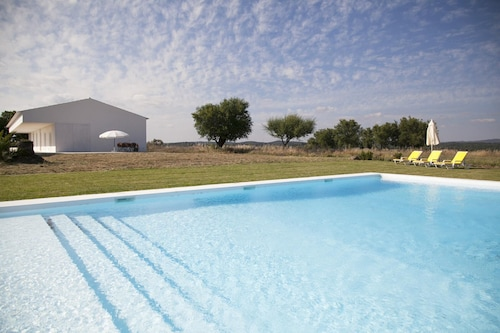 Villa With 5 Bedrooms in São Miguel de Machede, With Wonderful Mountain View, Private Pool and Furnished Garden
