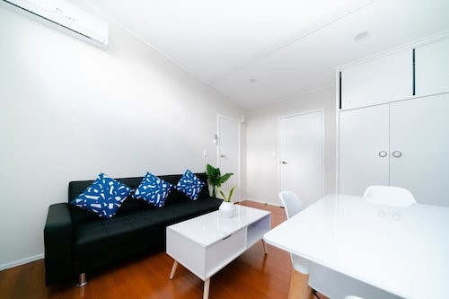 Takapuna Central Spacious & New Home