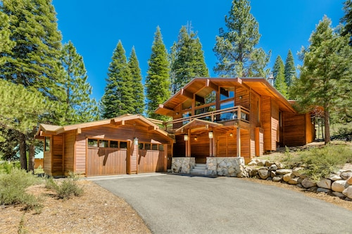 Archie's Bungalow at Northstar-4 br W/hot Tub, on Shuttle Route!